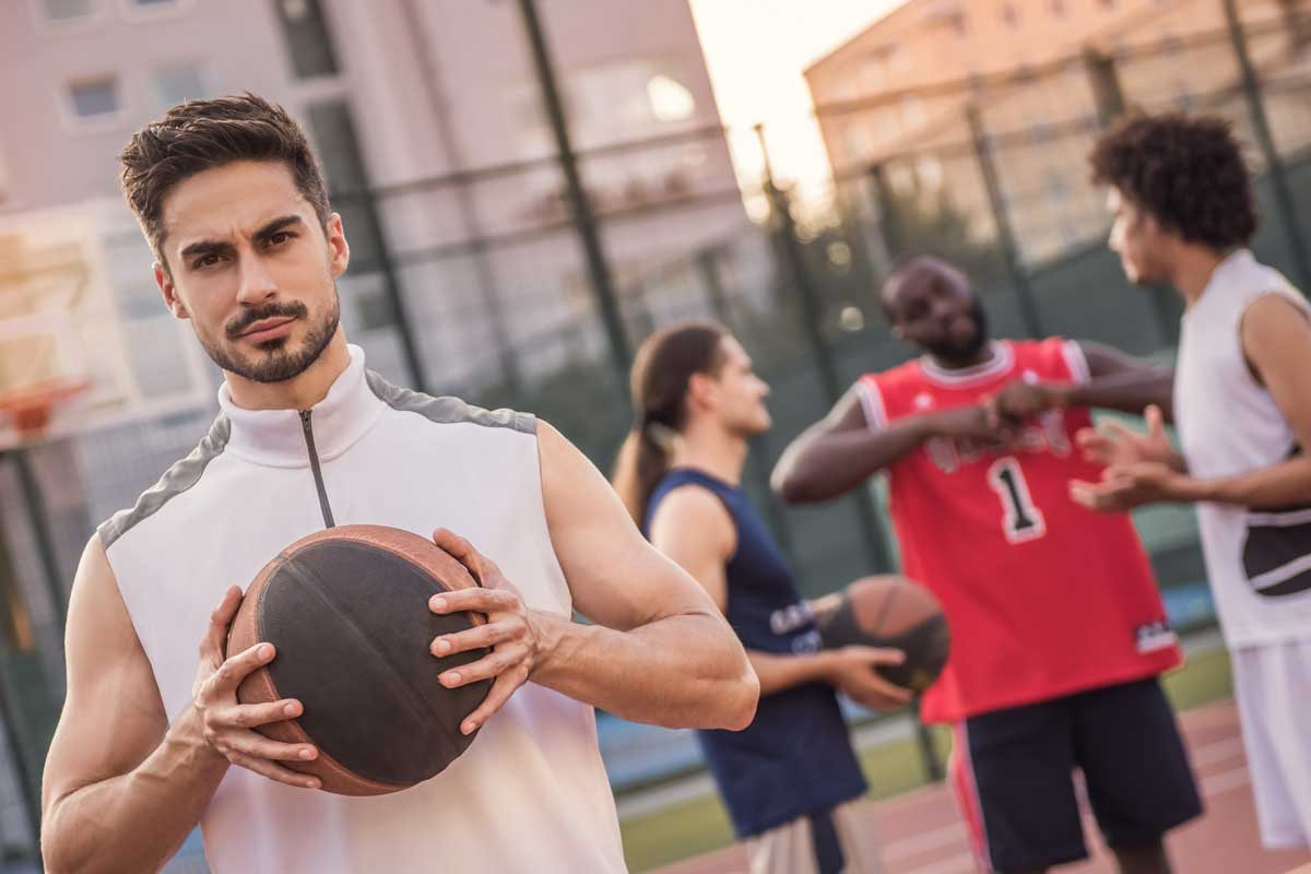 30 Sports Idioms for English Language Learners to Use in Everyday Conversation